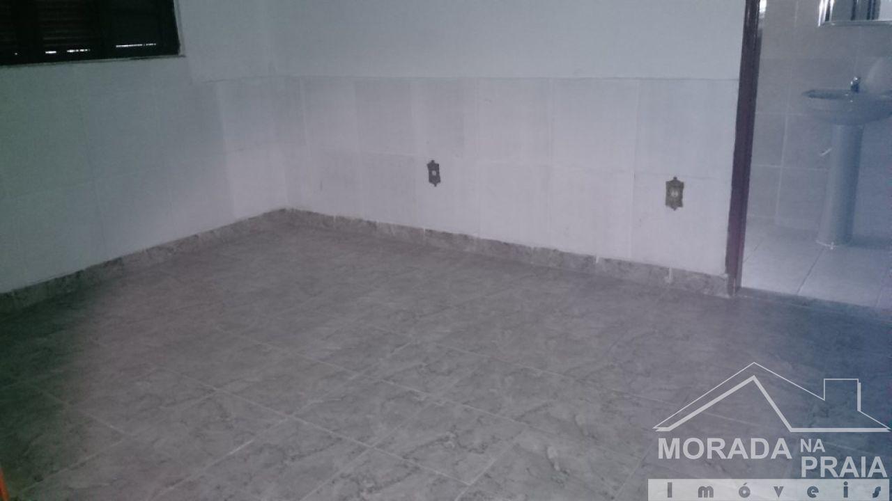 Suíte do casa geminada com 2 dormitórios em Vila Tupi - Praia Grande