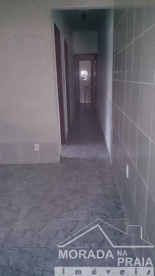 Corredor do casa geminada com 2 dormitórios em Vila Tupi - Praia Grande