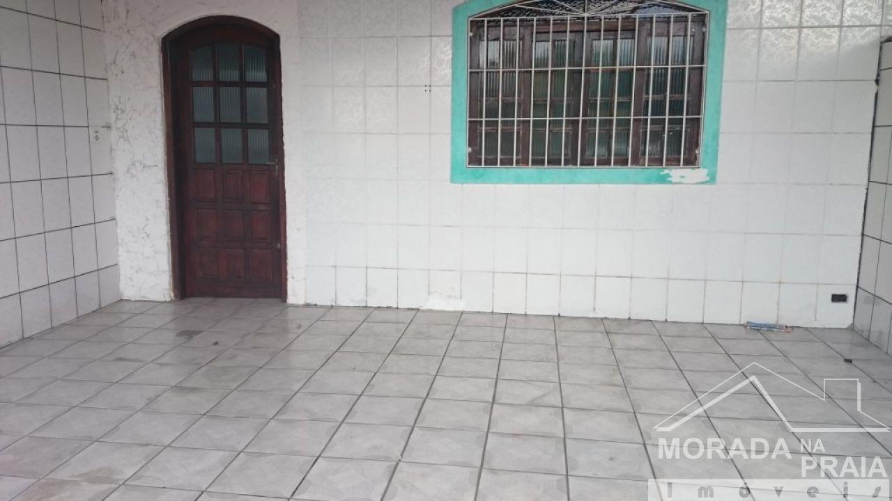Frente do casa geminada com 2 dormitórios em Vila Tupi - Praia Grande