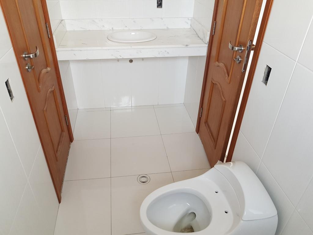 WC suíte 02 e 03 ang 02 do apartamento com 3 dormitórios em Canto do Forte - Praia Grande
