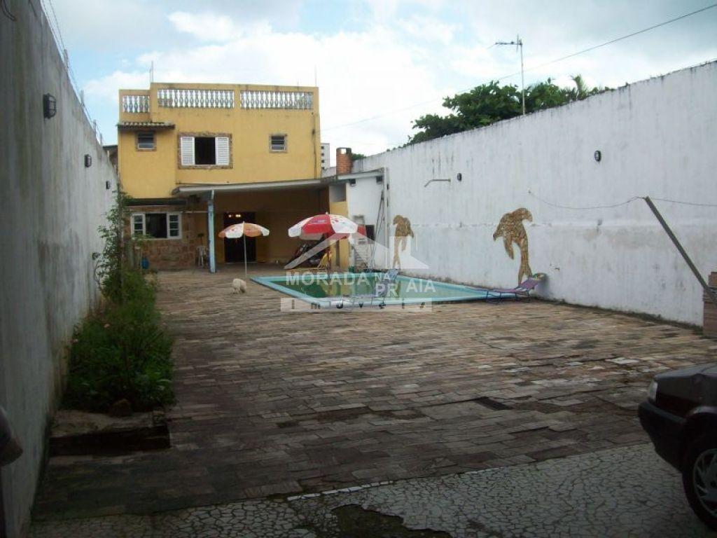 Frente do sobrado isolado com 4 dormitórios em GUILHERMINA - PRAIA GRANDE
