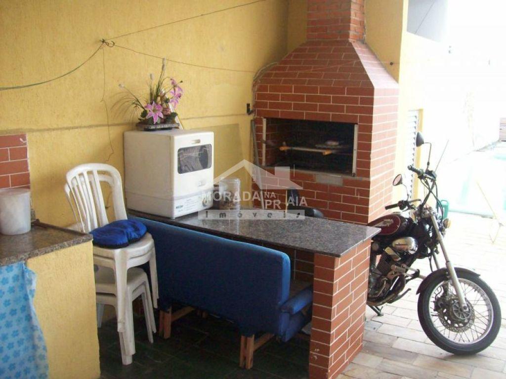 Churrasqueira do sobrado isolado com 4 dormitórios em GUILHERMINA - PRAIA GRANDE