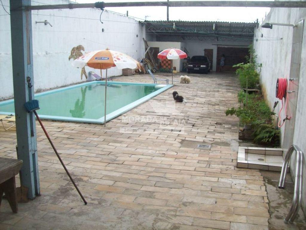 Piscina do sobrado isolado com 4 dormitórios em GUILHERMINA - PRAIA GRANDE
