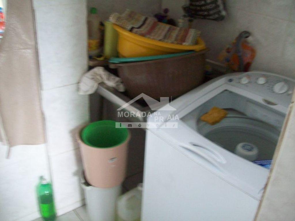 Área de serviço do sobrado isolado com 4 dormitórios em GUILHERMINA - PRAIA GRANDE