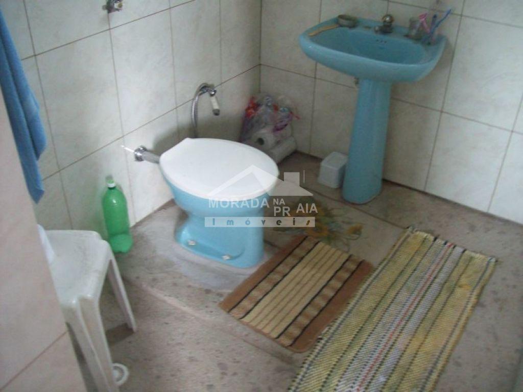 WC social do sobrado isolado com 4 dormitórios em GUILHERMINA - PRAIA GRANDE