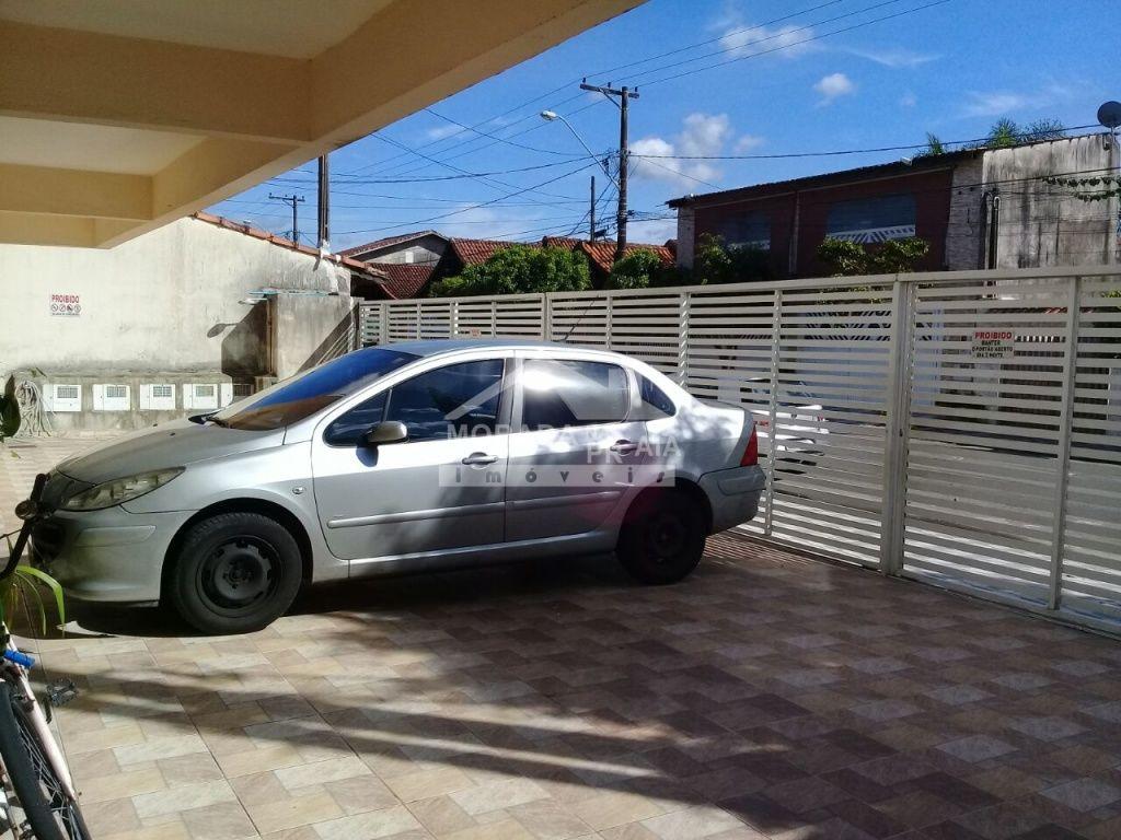 Garagem do condomínio fechado com 2 dormitórios em Vila Mirim - Praia Grande