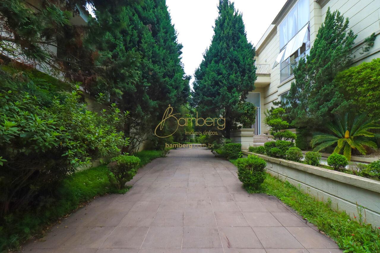 Casa de 4 dormitórios à venda em Jardim Luzitânia, São Paulo - SP