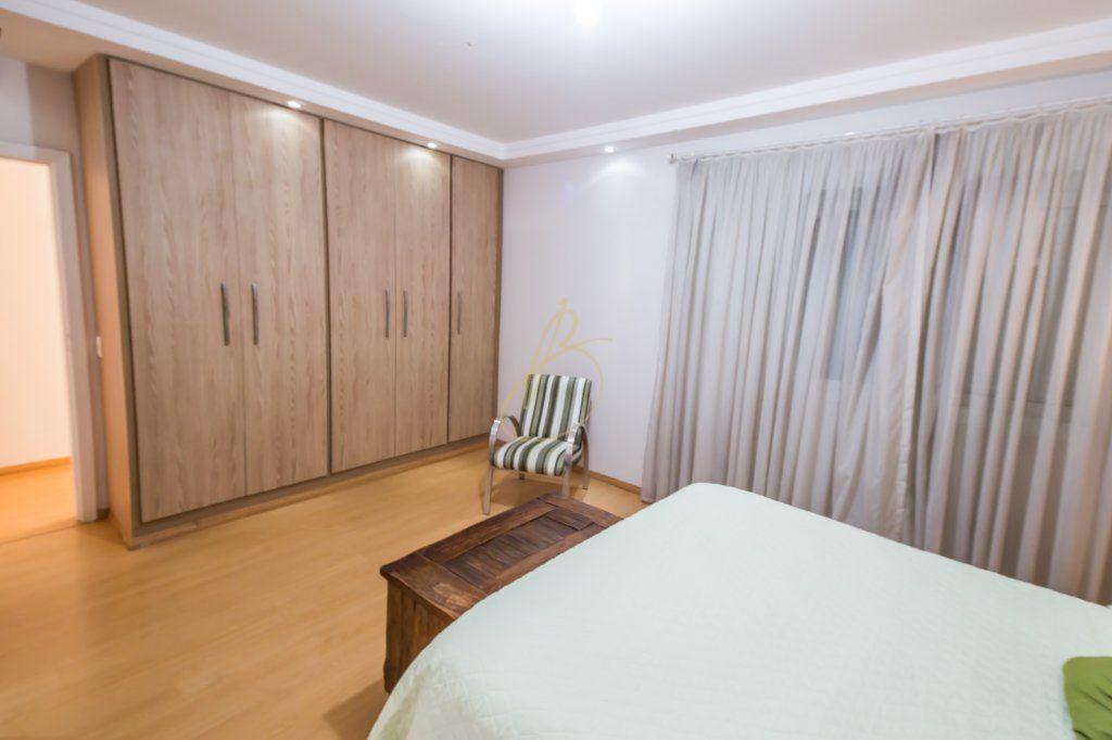 Casa de 4 dormitórios em Interlagos, São Paulo - SP