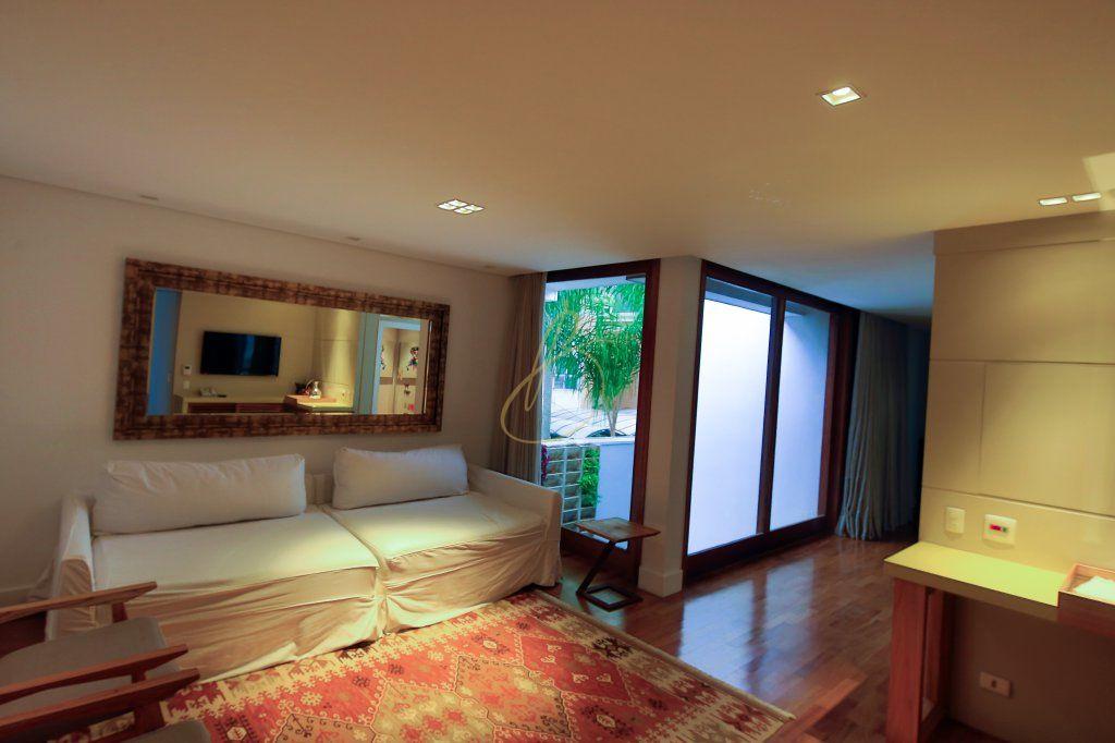 Casa de 6 dormitórios em Brooklin Velho, São Paulo - SP