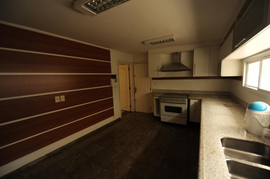 Casa Comercial de 4 dormitórios à venda em Moema, São Paulo - SP