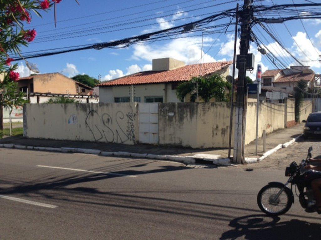 Casa na Av Beira Mar (excelente para comércio)