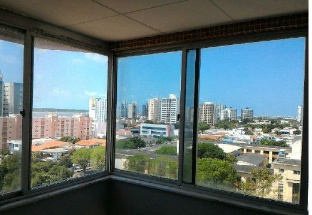 Apartamento no Condomínio Graccho Cardoso