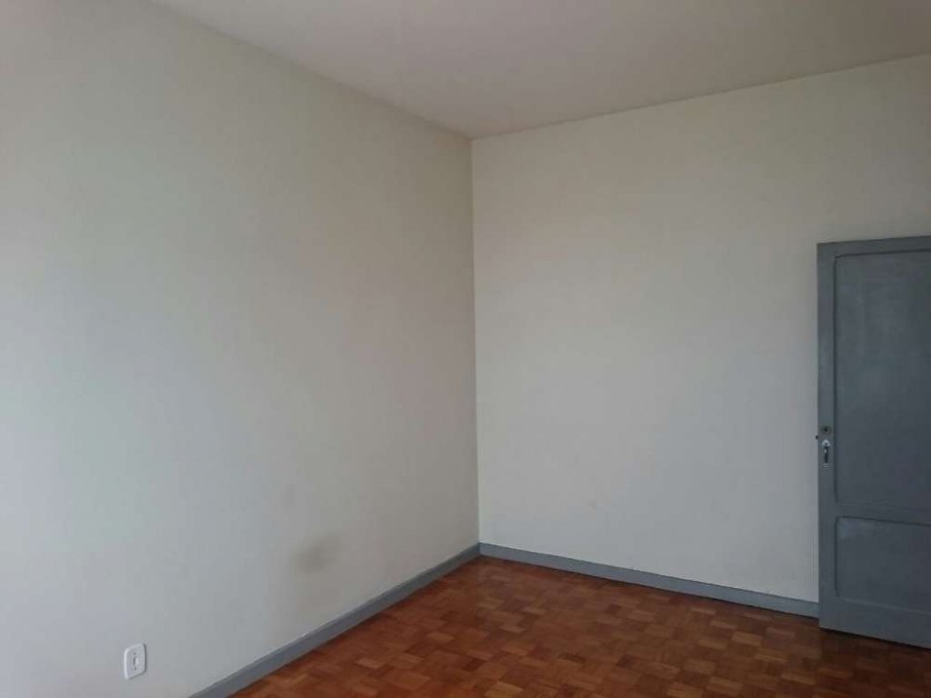 Apartamento no Condomínio Edifício Santana