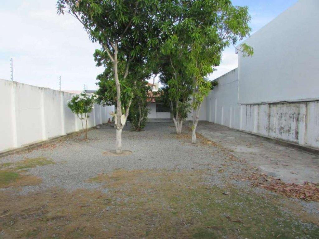 Casa Residencial no bairro Atalaia