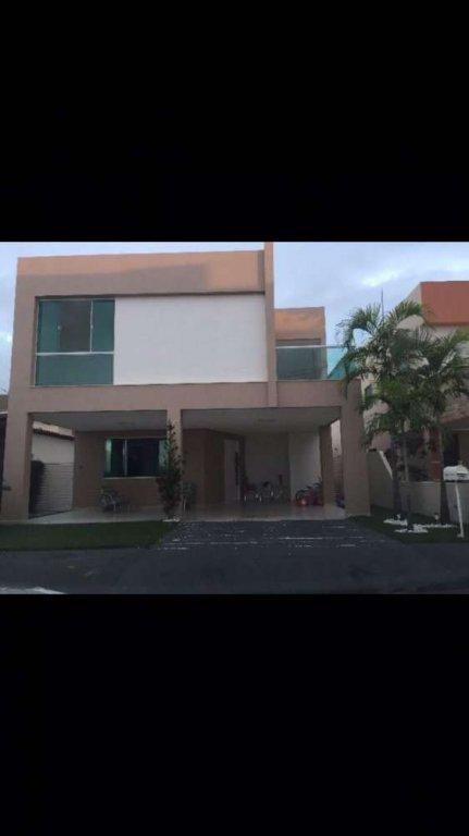 Casa no Condomínio Marina