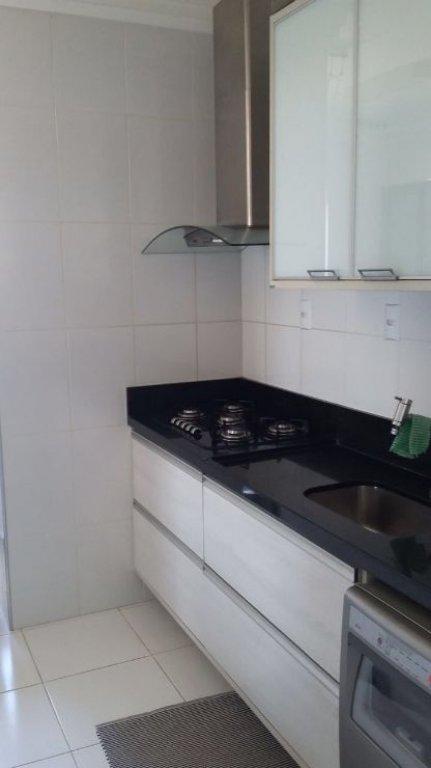 Apartamento no Condomínio Campos Dourados