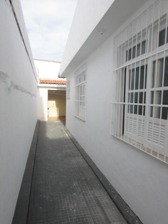 CASA NO BAIRRO GRAGERU COM 180M².