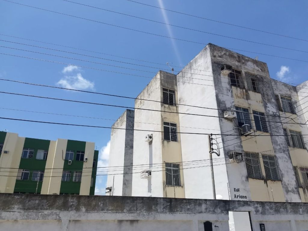 Apart. no Edf. Ariana, bairro Luzia