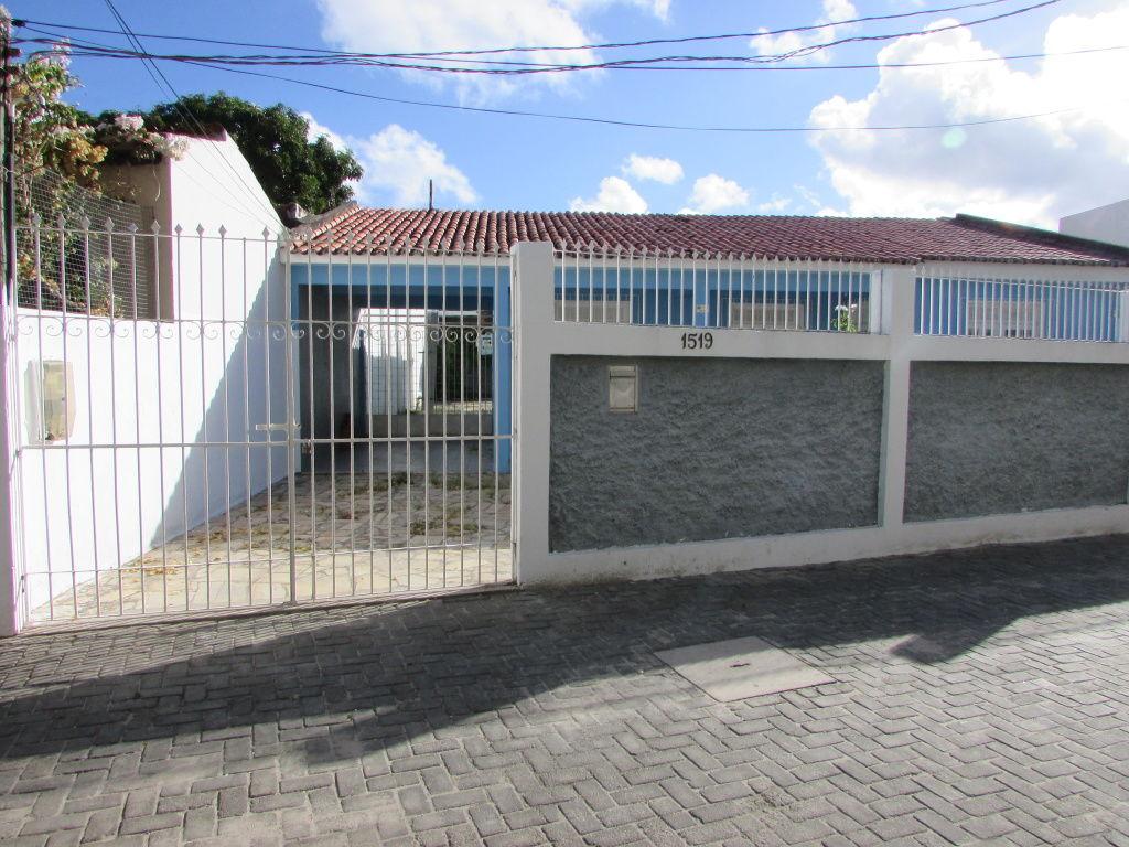 CASA COM +-200M² NO BAIRRO INACIO BARBOSA