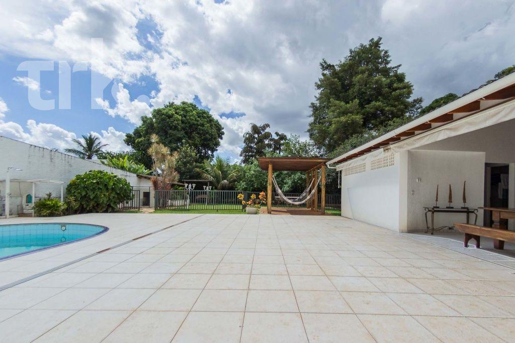 Casa Padrão em Lago Sul (DF) - 4 Quartos, 445m² - Ref: LS4682   TRK