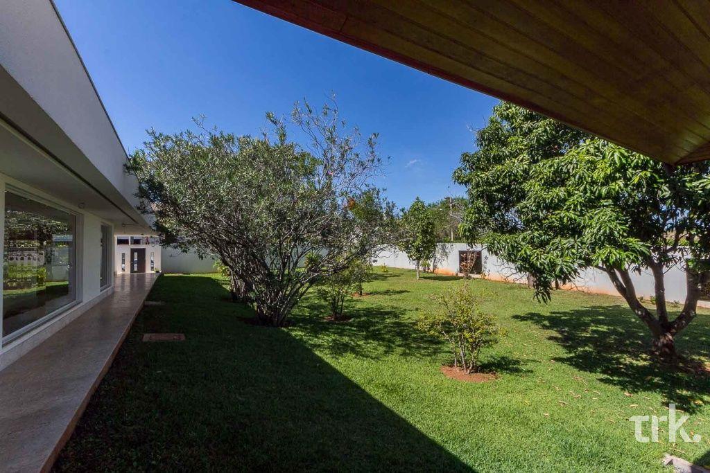 Casa Padrão em Lago Sul (DF) - 4 Quartos, 576m² - Ref: VK1153   TRK